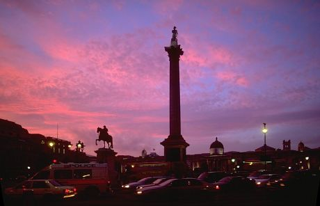 Trafalgar Square in the evening. (Photo source: Wikipedia Commons)