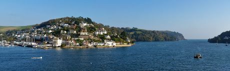 1024px-Kingswear_and_the_Dart_s1